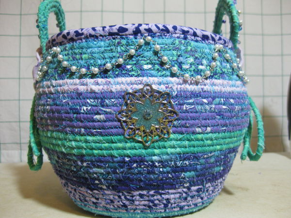 thread tutorial for making a fabric basket is done