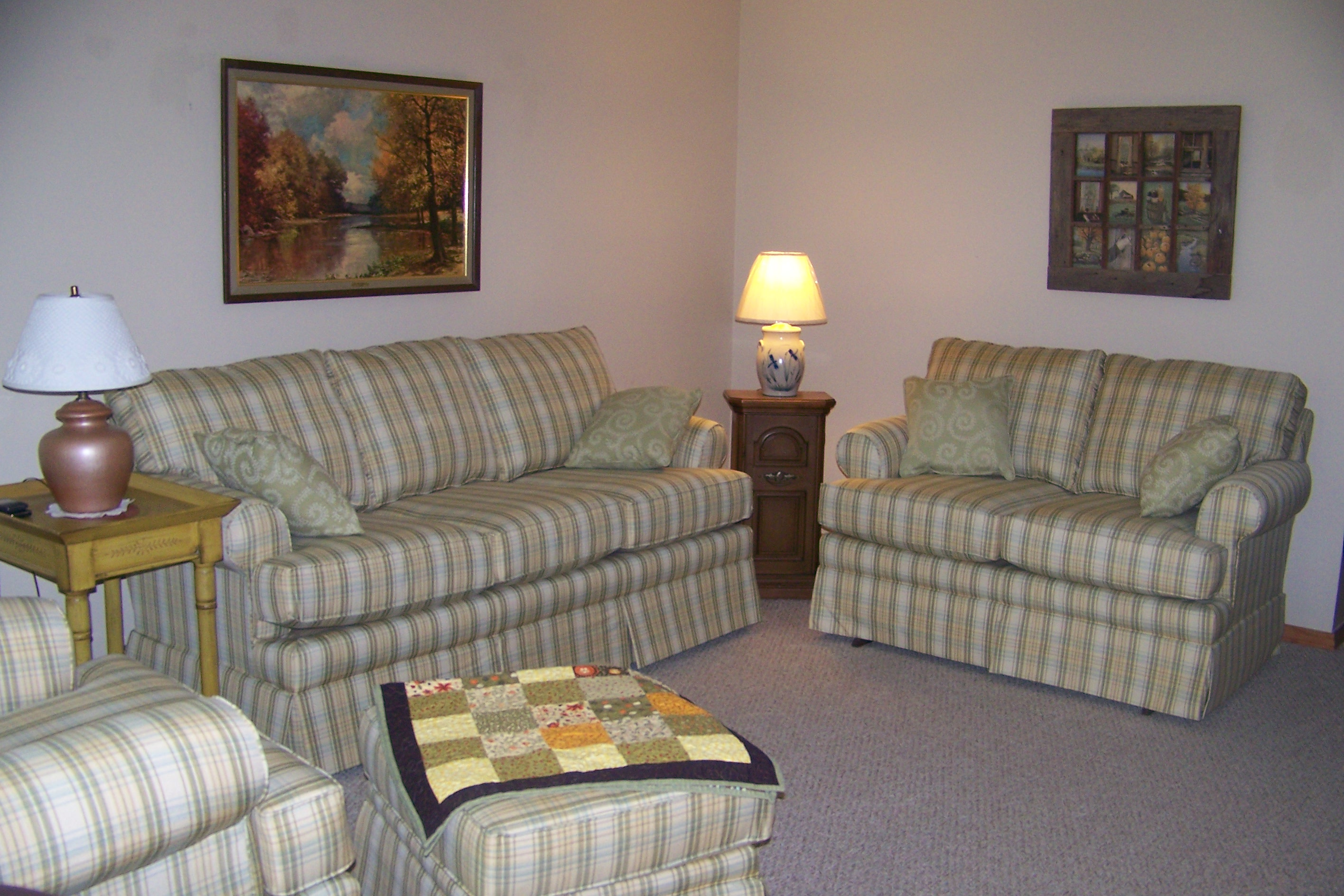 Name:  livingroom.jpg Views: 2008 Size:  1.01 MB