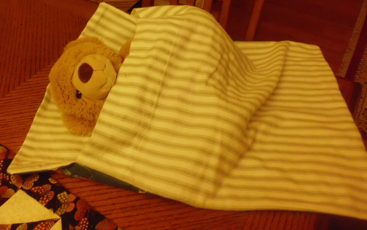 Click image for larger version.  Name:A doll quilt 2.jpg Views:474 Size:270.5 KB ID:499362