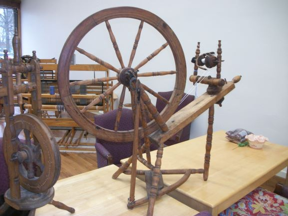 Name:  my HOlton spinning wheel b.JPG