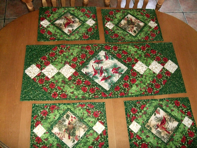 Christmas Table Runner Patterns Free.Quilting Board