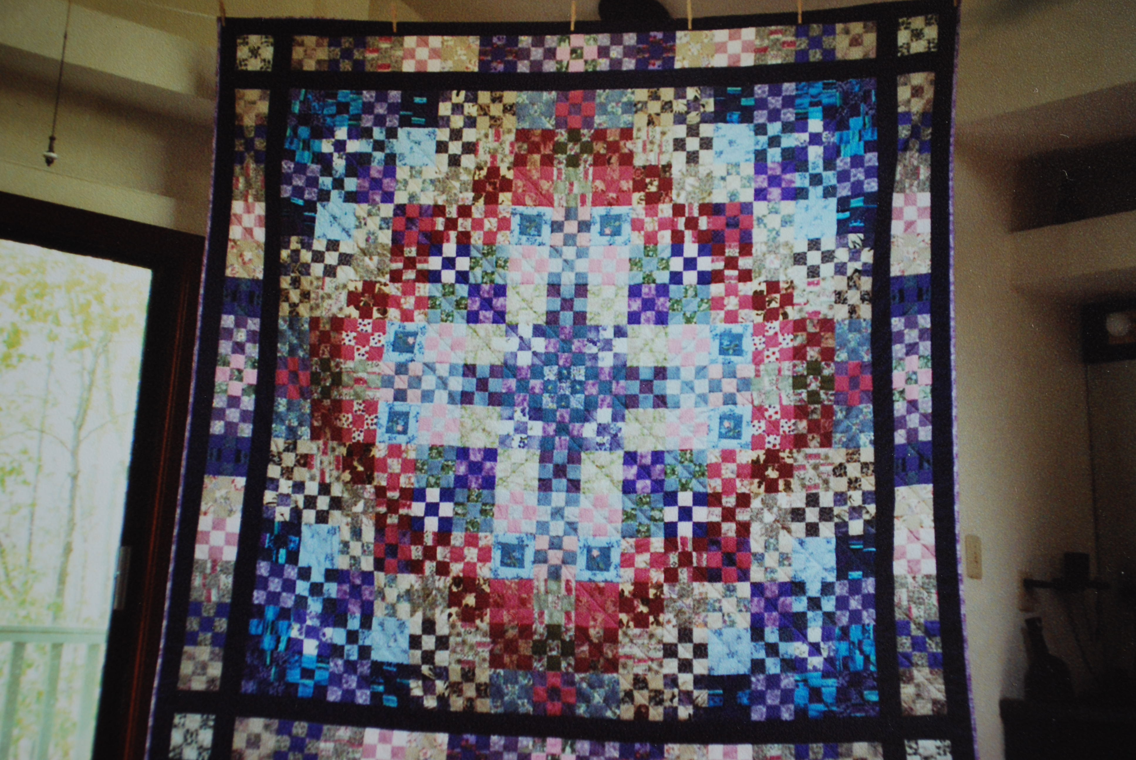 Name:  queen memory quilt - modified ninepatch.JPG