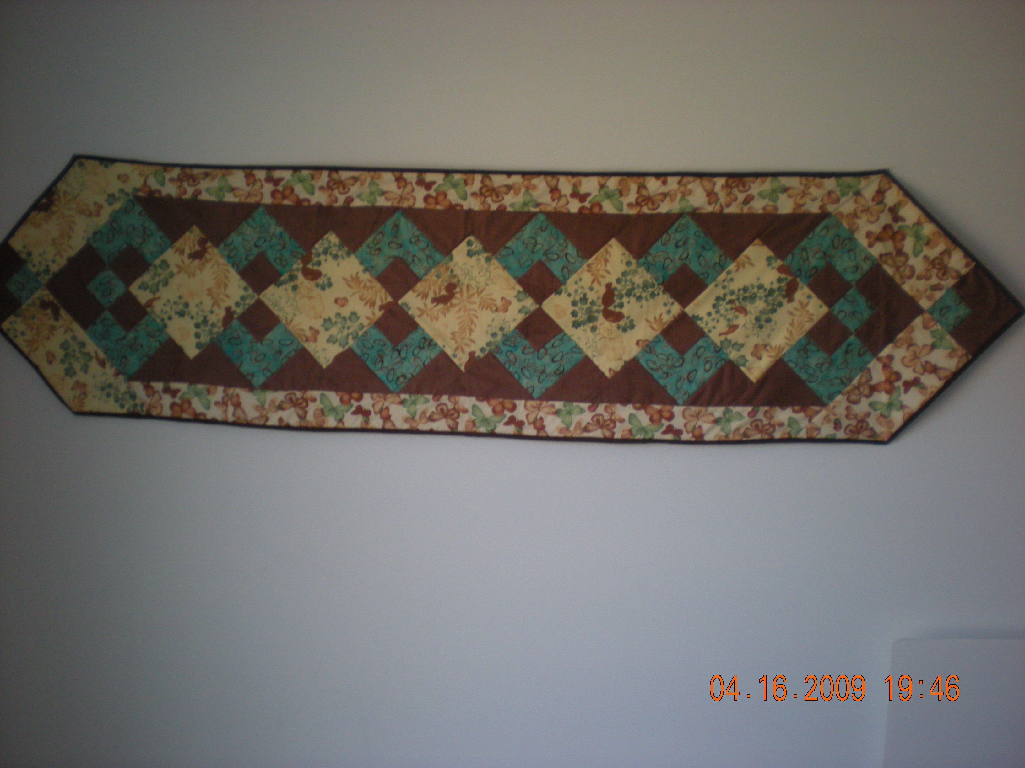 Name:  table runner with bamboo fabric.jpg