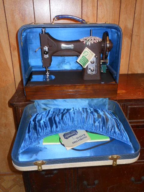Name:  three quarter size sewing machines 4-7-12 027.JPG Views: 105 Size:  139.0 KB