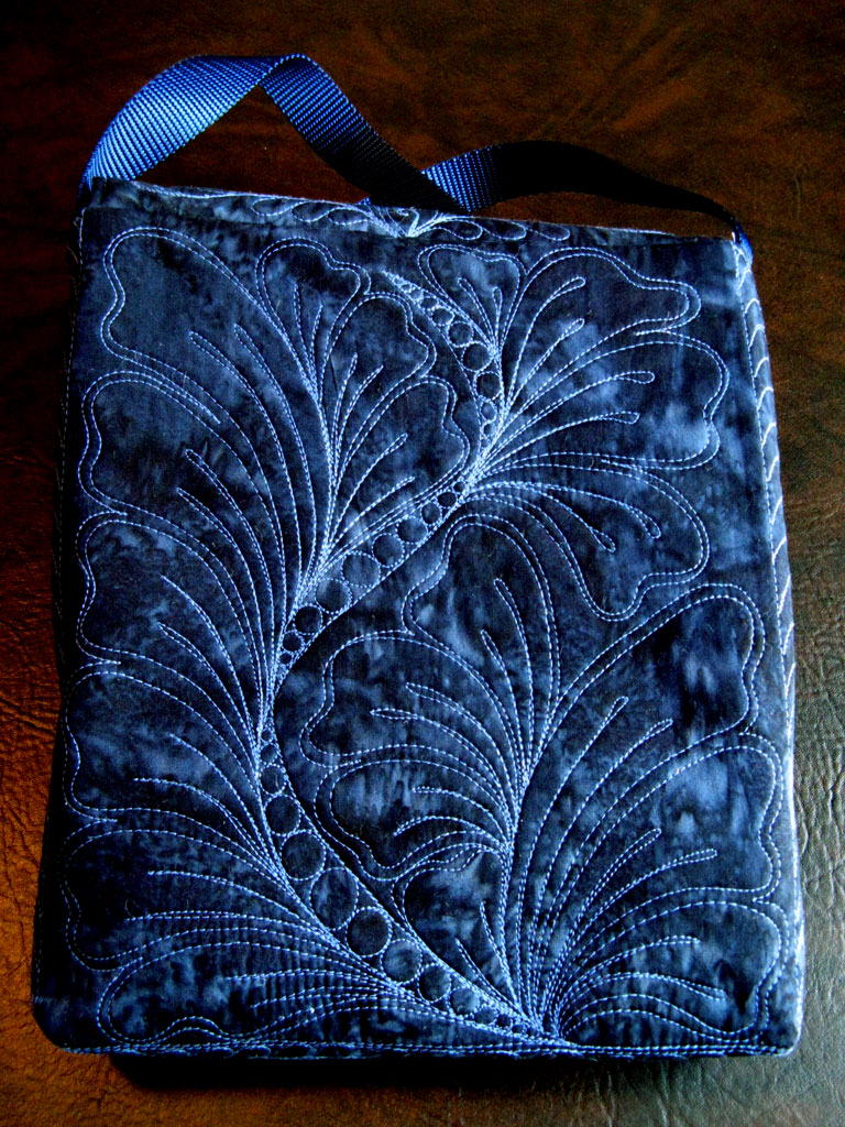 Name:  Bag-IPad-Blue-back-web.jpg Views: 406 Size:  301.8 KB