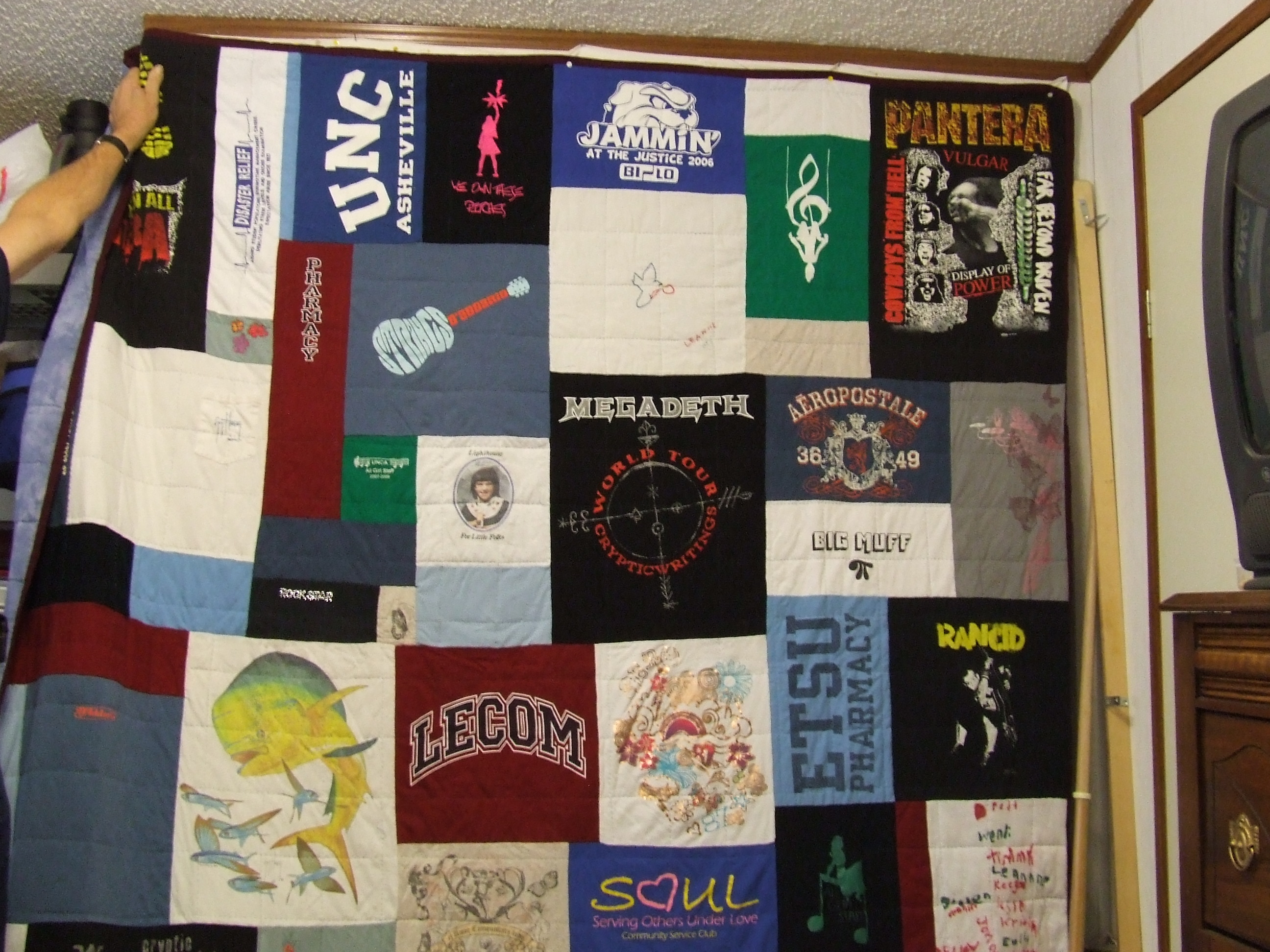 Name:  Leannes quilt 004.jpg Views: 309 Size:  1.25 MB
