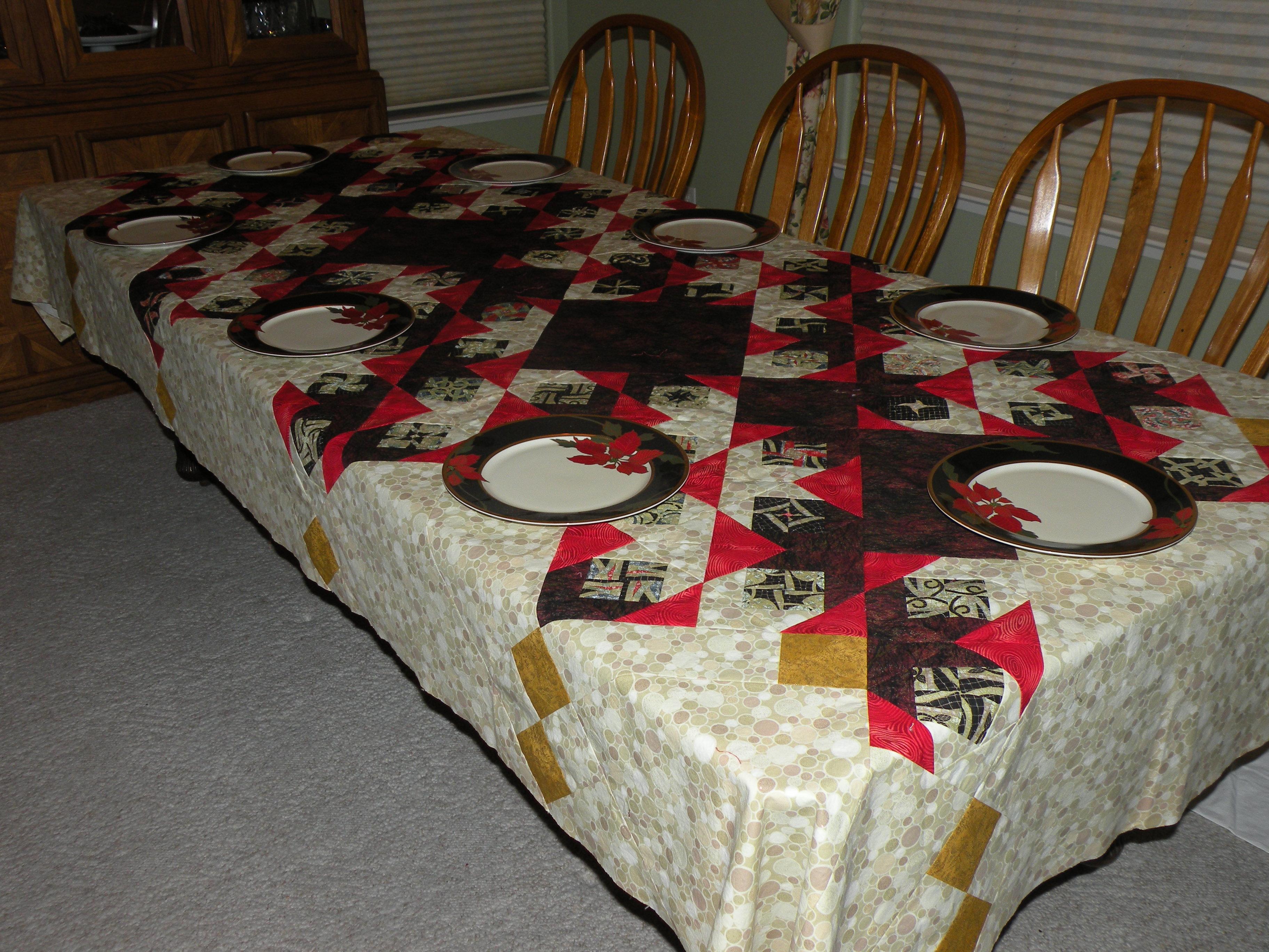 Name:  christmas tableclth_0169.jpg Views: 275 Size:  1.78 MB