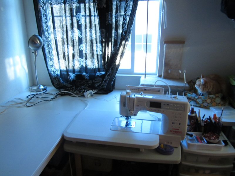 Name:  new_sewing_station2.jpg Views: 57 Size:  145.5 KB