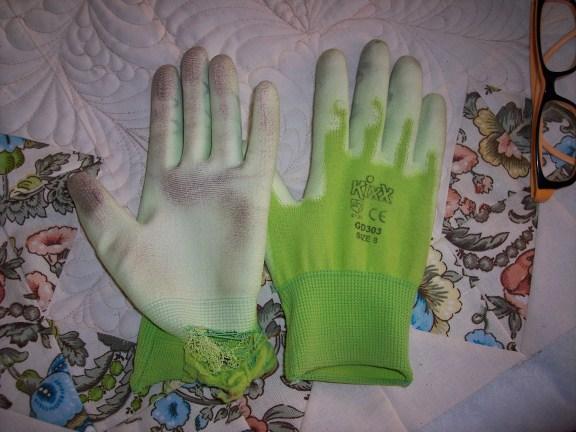 Name:  gloves (576 x 432).jpg Views: 416 Size:  68.6 KB