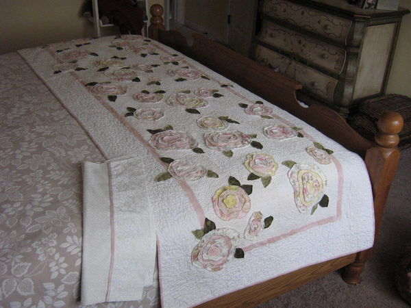 Name:  French Rose Bed Runner.jpe