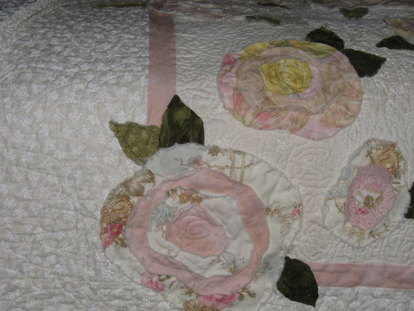 Name:  French Rose Bed Runner Close up.jpe