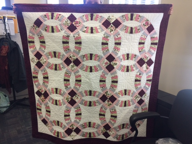Name:  Double Wedding Ring Quilt.JPG Views: 812 Size:  135.8 KB