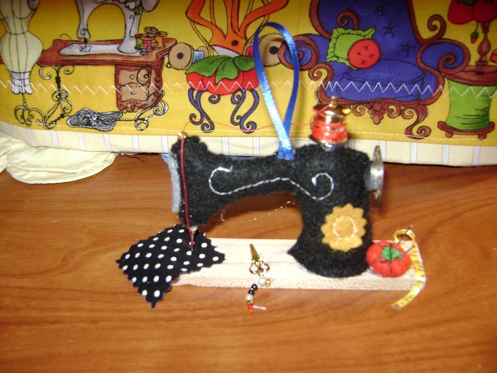 Name:  sew machine ornament 001 (Medium) (2).JPG Views: 98 Size:  227.9 KB