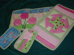 Name:  fronts and backs of placemats and mug rugs.JPG