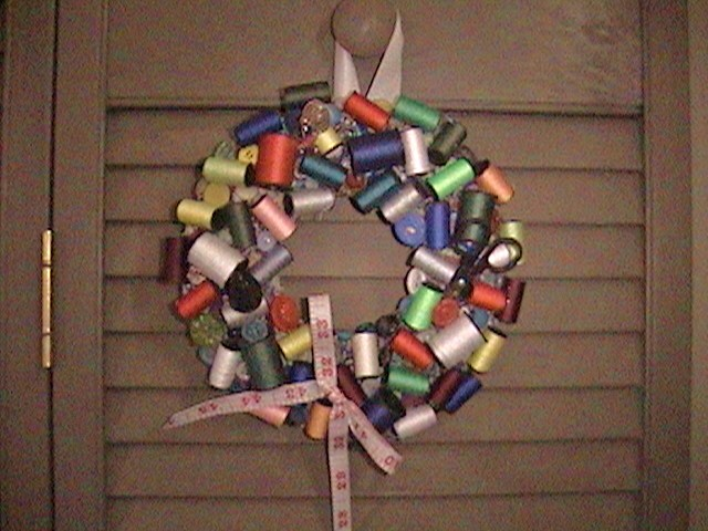 Name:  spool wreath, scrappy.JPG