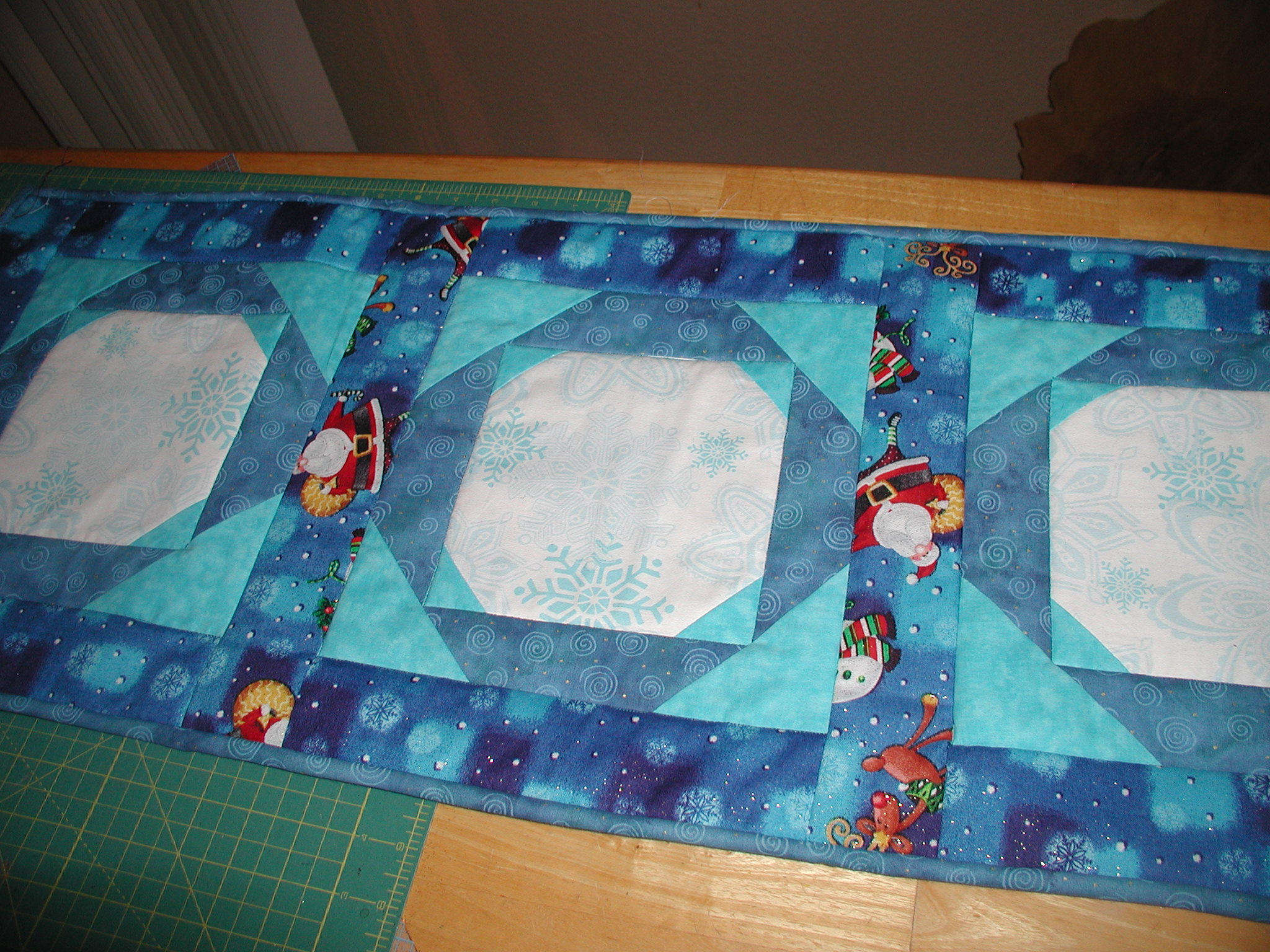 Name:  quilter momma tablerunner.jpg