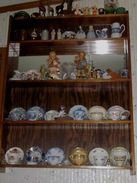 Name:  Cabinet for cups and saucers.jpg