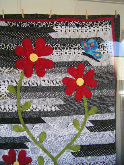 Name:  B-W flower quilt2.jpg Views: 239 Size:  278.4 KB