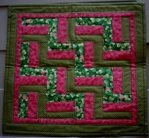 Name:  Tulip March 2013 Doll Quilt 1.jpg