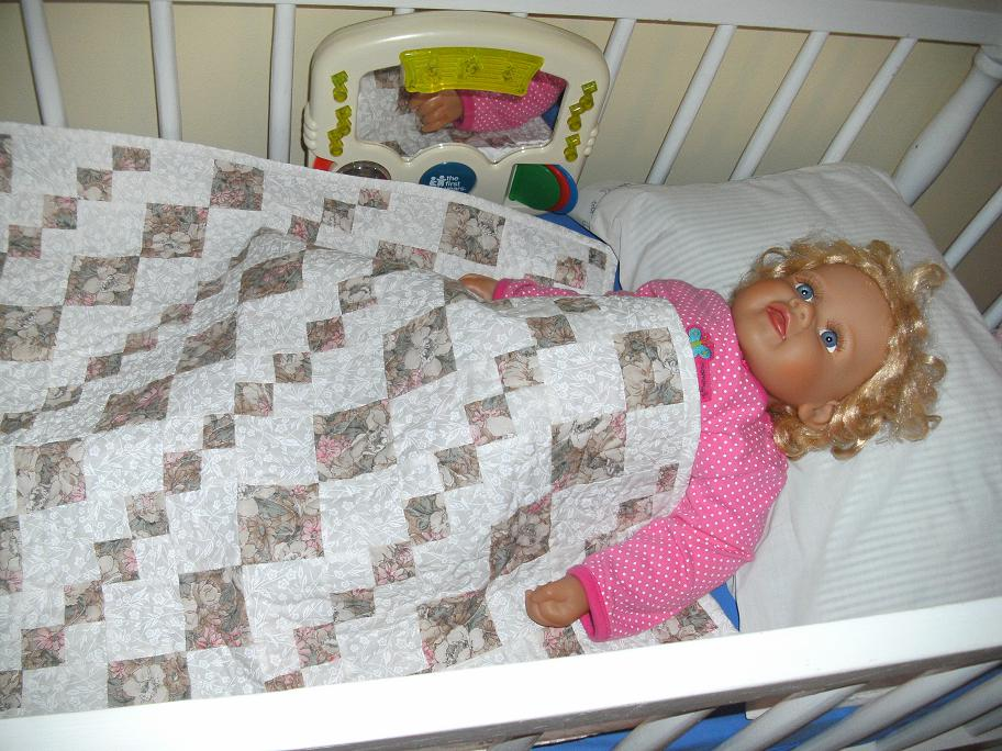 Name:  April doll quilt from Lv2sew2011 002.JPG