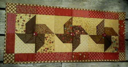 Name:  Table runner May 2013.jpg