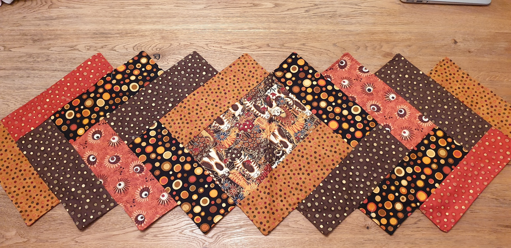 Name:  Oct-Dec 18 Table Runner Swap.jpg