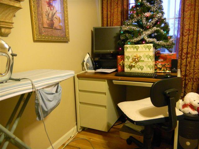 Name:  Desk.jpg Views: 5142 Size:  62.3 KB