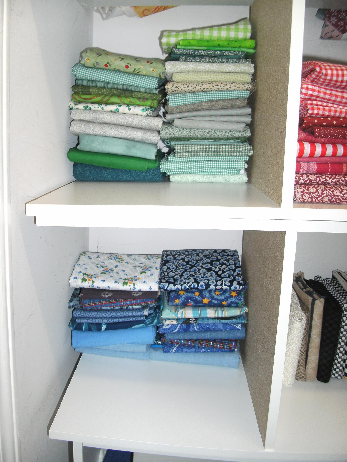 Name:  fat quarter storage 001.JPG