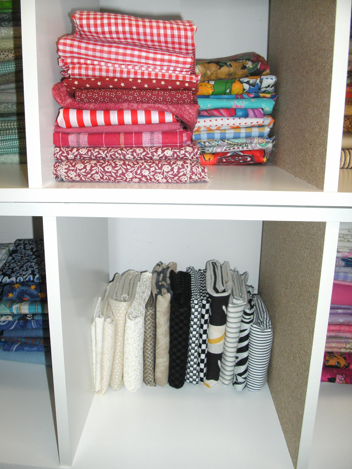 Name:  fat quarter storage 002.JPG