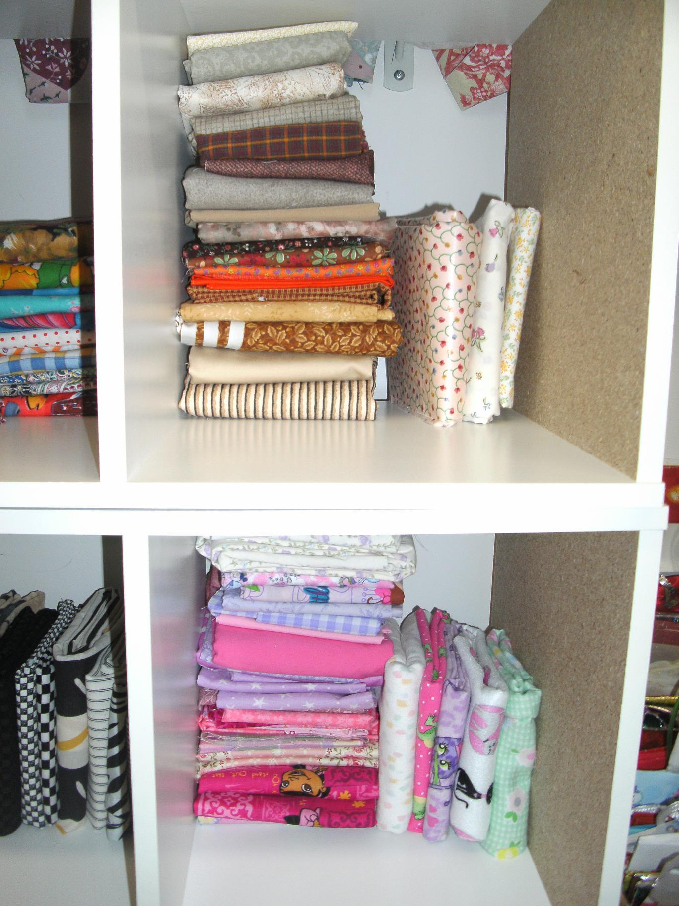 Name:  fat quarter storage 003.JPG