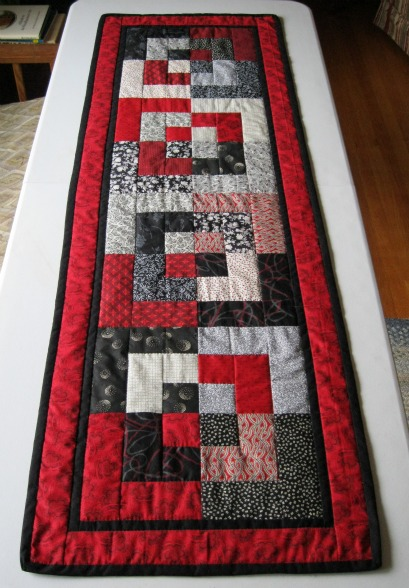 Bento box table runner red black white for Red door design quilts