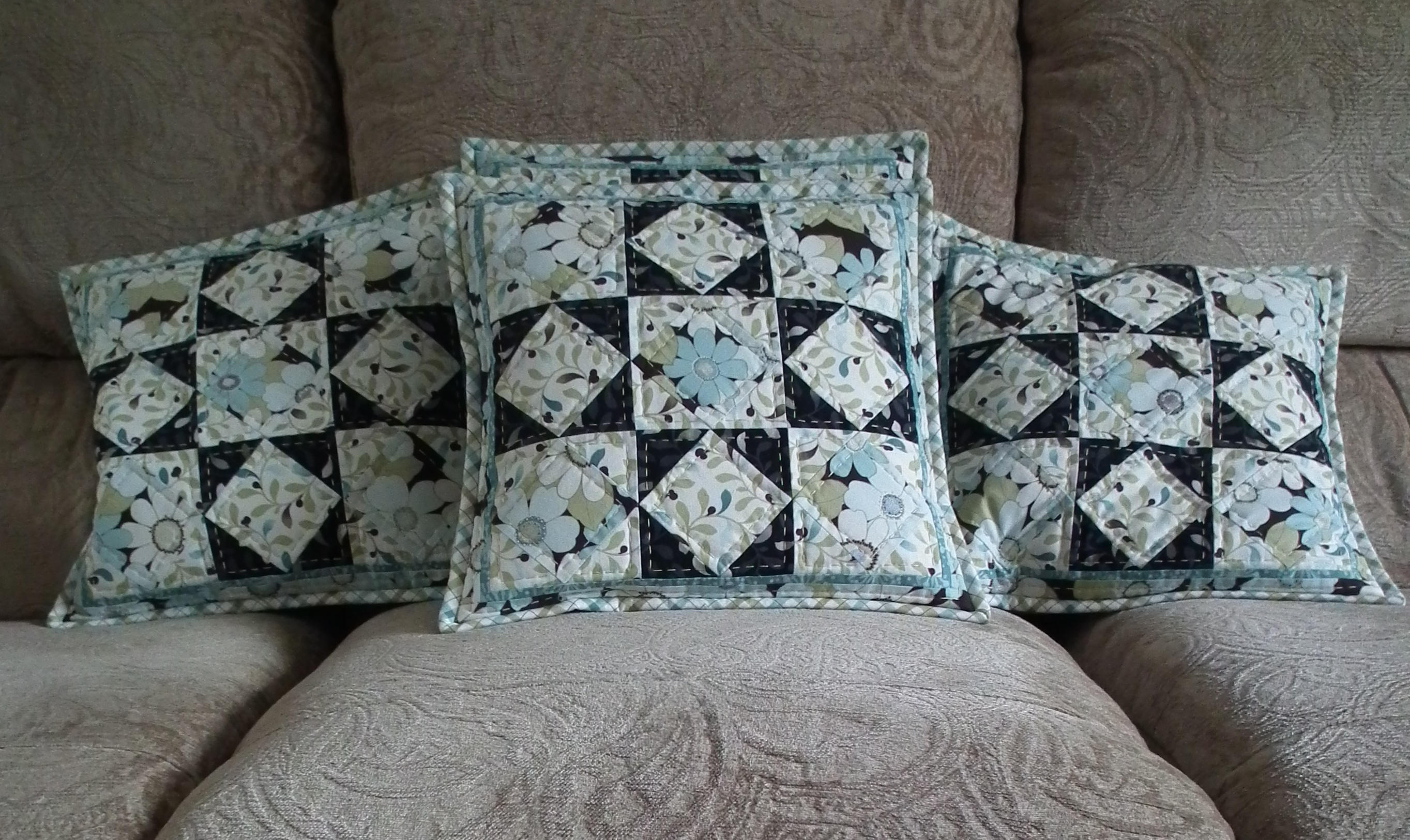 Name:  Sitting room cushions.jpg Views: 2087 Size:  1.29 MB