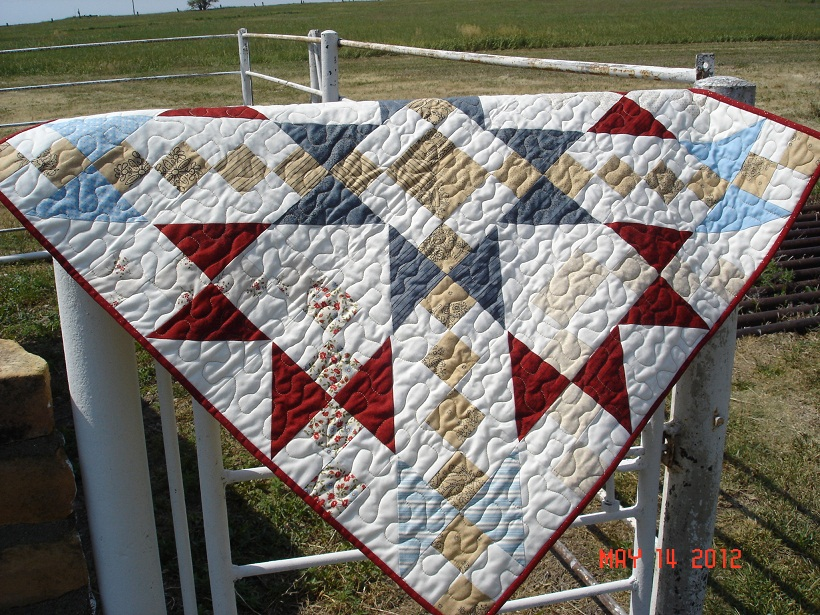 Name:  Charming Tabe Topper quilting.jpg