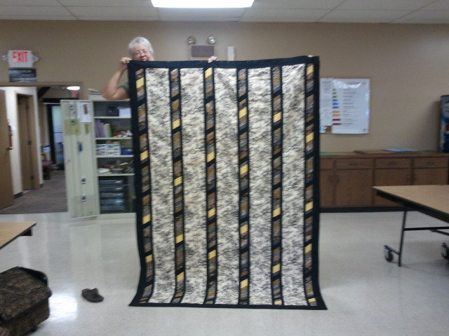 Name:  Cher's Toile Quilt.jpg Views: 1482 Size:  96.7 KB