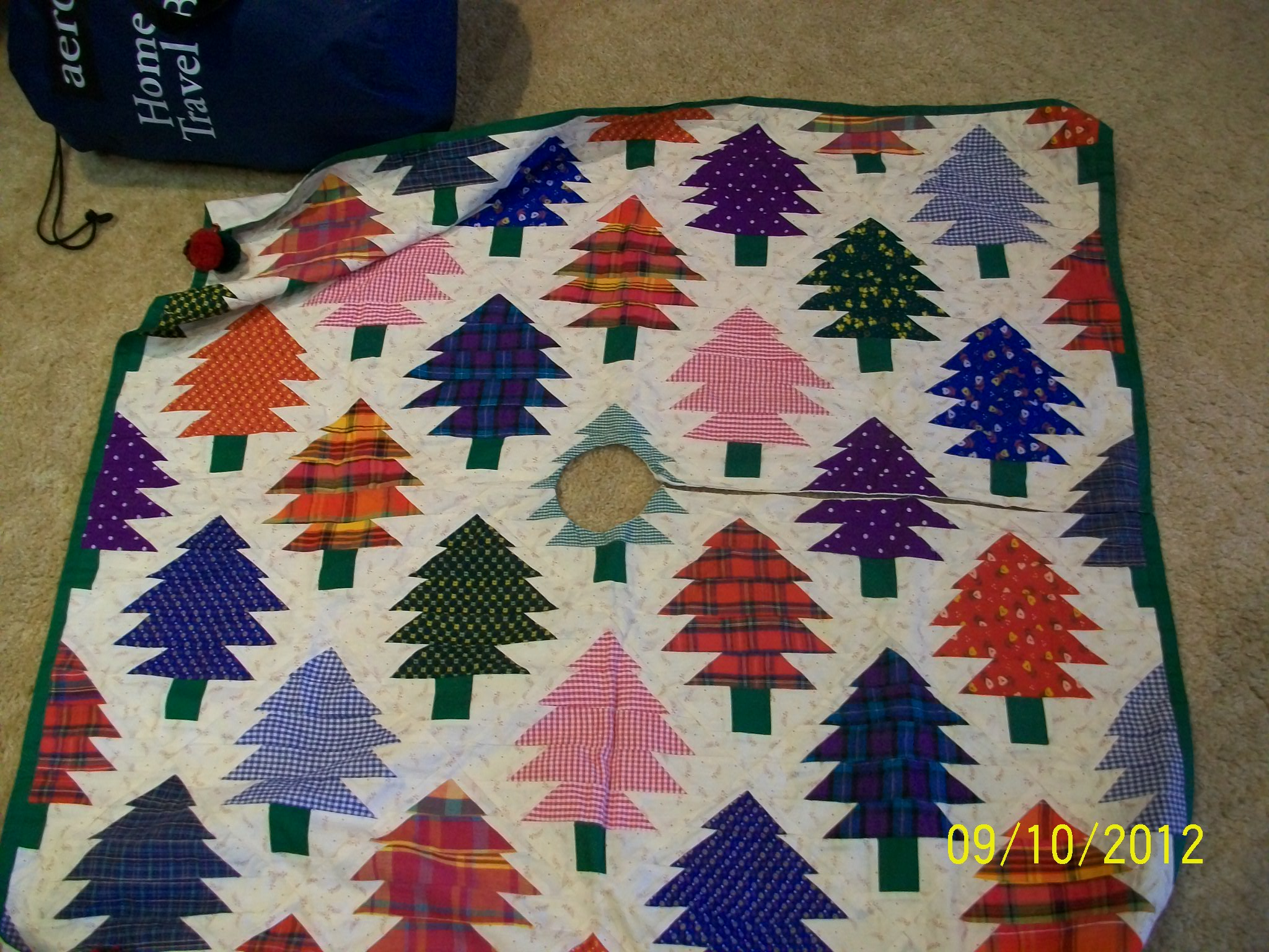 Name:  Christmas Tree Skirt 001.JPG