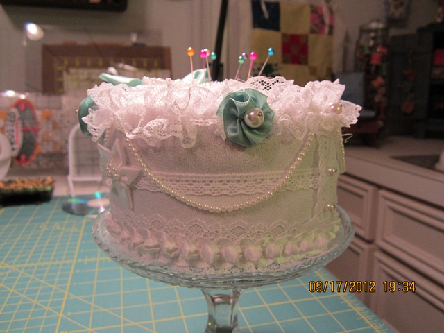 Name:  cake pincushion 006.JPG