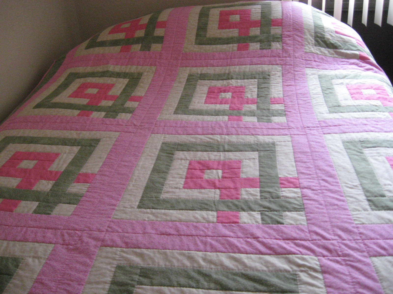 Name:  breast cancer quilt for crop 001.JPG