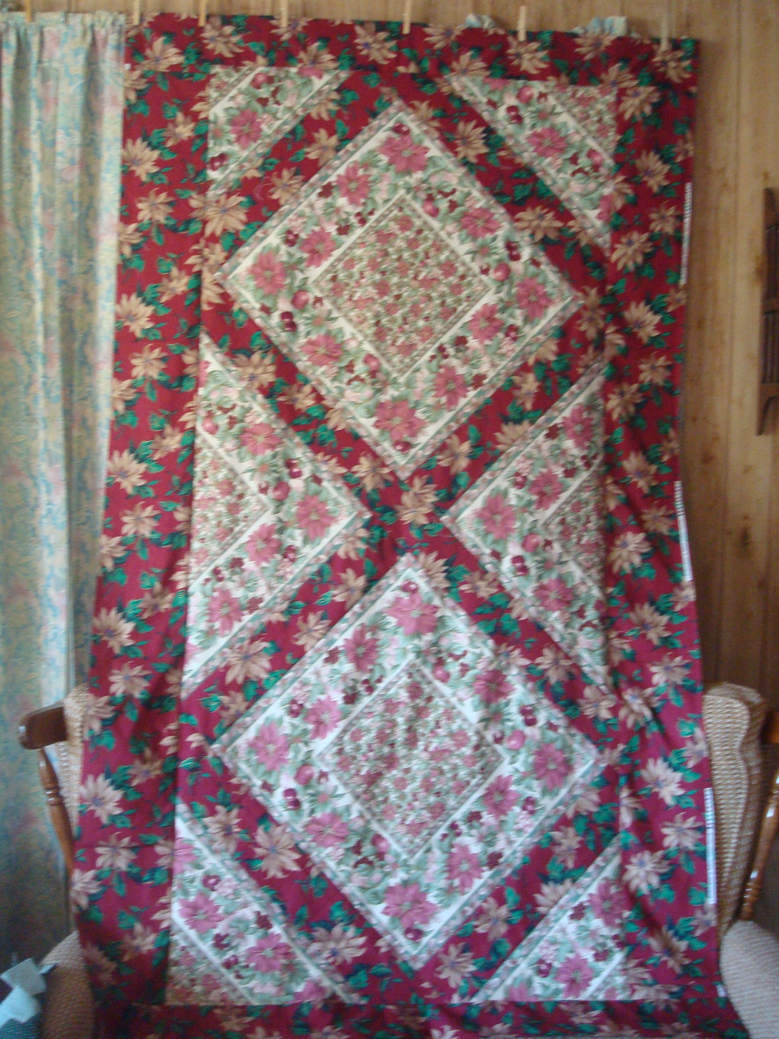 Name:  9-2012-poinsetta quilts 003.jpg