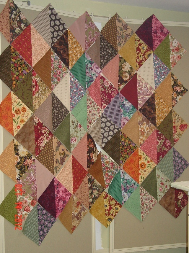 Name:  nifty gifty scrap quilt 003.JPG