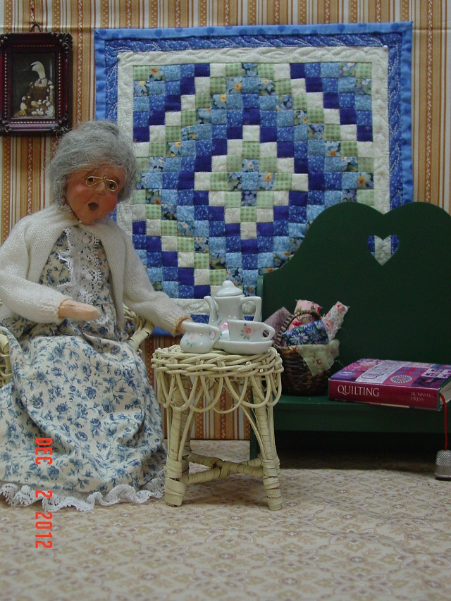 Name:  Moon, mini quilt portraits  Dec 2012 003.JPG