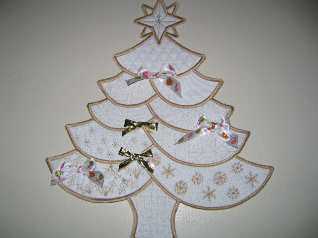 Name:  embroideried christmas tree & winter projects 001.JPG