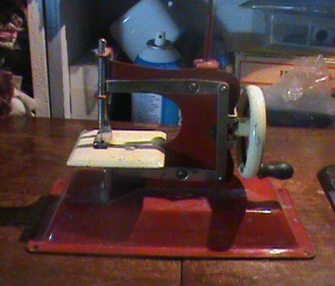 Name:  SEWING MACHINES 006.jpg Views: 1276 Size:  45.6 KB