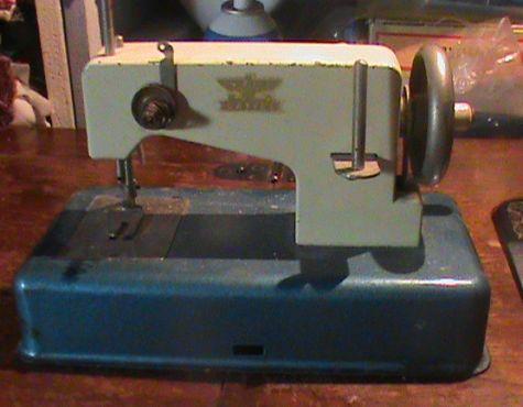 Name:  SEWING MACHINES 010.jpg Views: 1245 Size:  43.2 KB