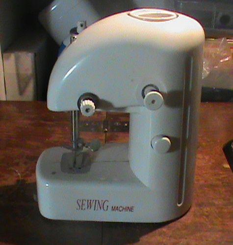 Name:  SEWING MACHINES 014.jpg Views: 1211 Size:  46.8 KB