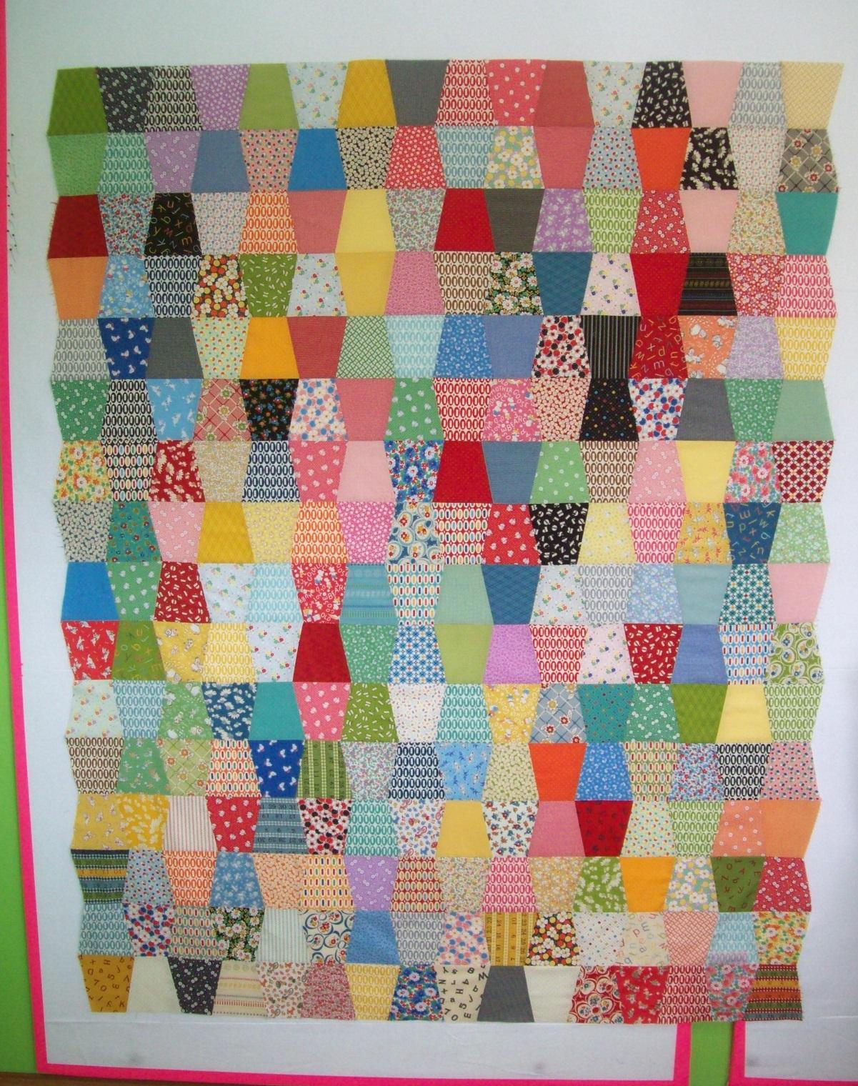 Name:  Vintage ReproductionTumbler quilt 4-2013 sm.JPG Views: 1870 Size:  871.3 KB