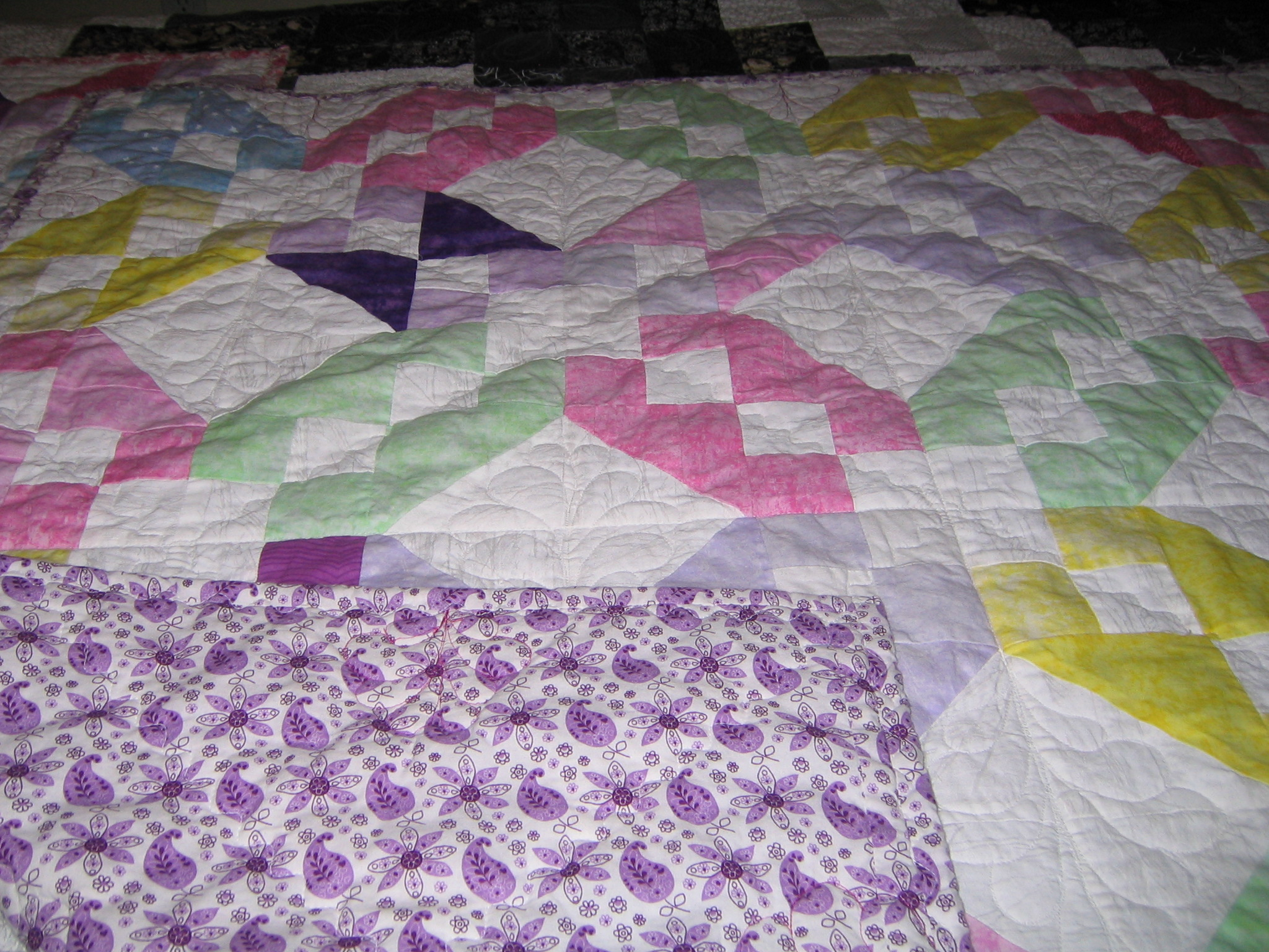 Name:  baby quilts red bags 010.JPG