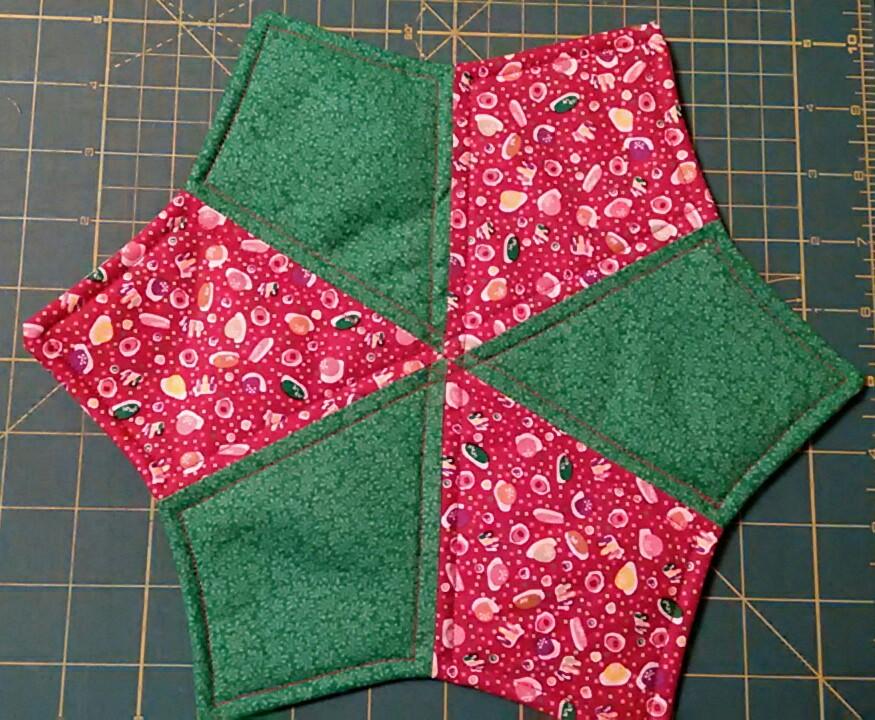 Thread periwinkle mat for quilt guild auction