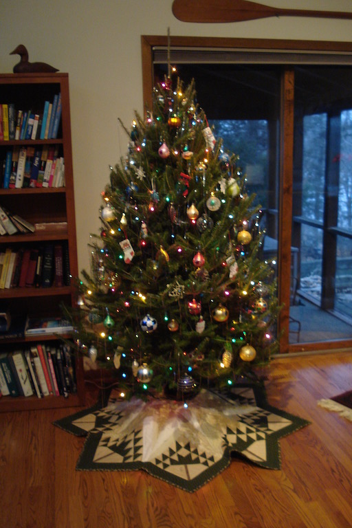 Name:  Christmas Tree Skirt 4 (2011).jpg Views: 448 Size:  138.5 KB