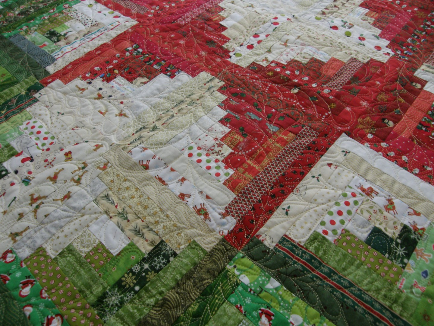 Log Cabin Christmas Quilt.Quilting Board