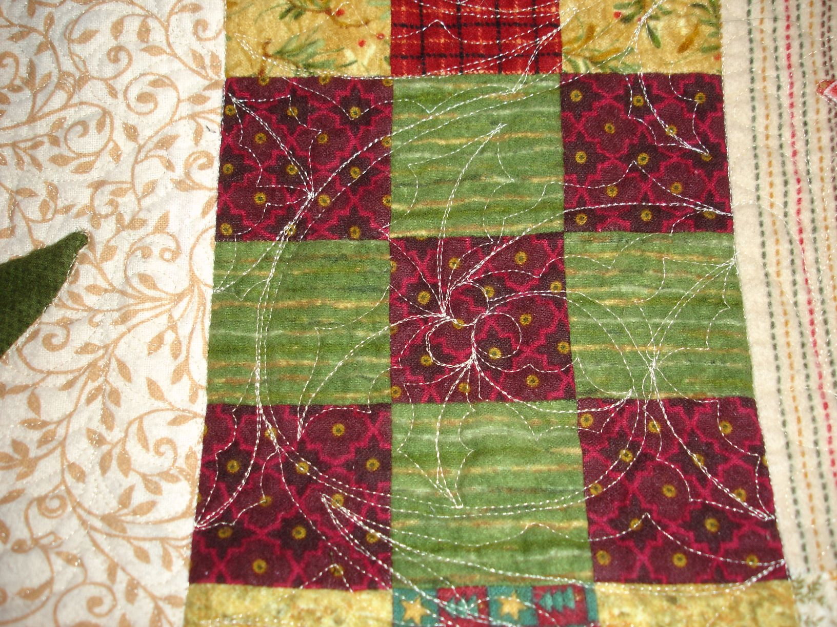 Name:  Christmas wishes holly spray quilting.JPG